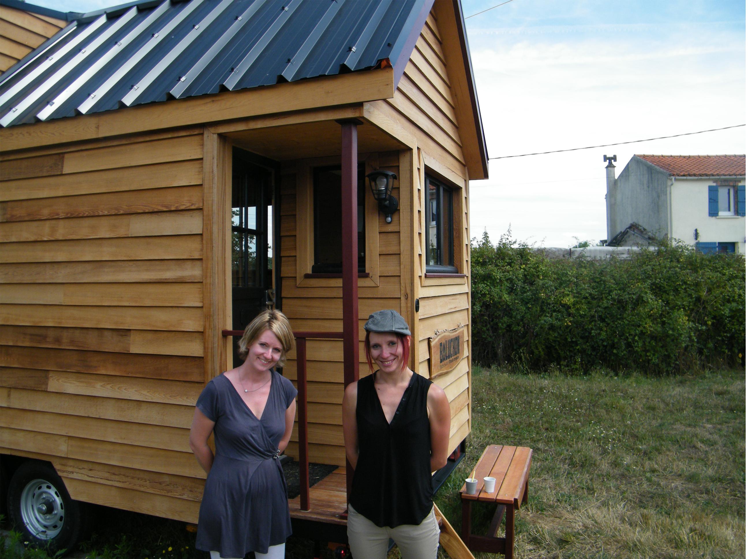Une tiny house la fran aise nomm e baluchon 2 me for Micro maison bois