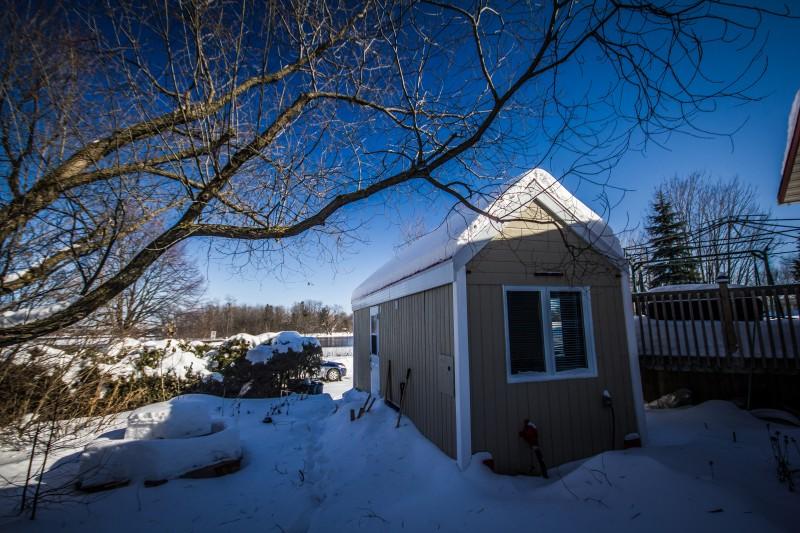 Un Tiny house dans un paysage enneigé. Photo> habitations microévolution