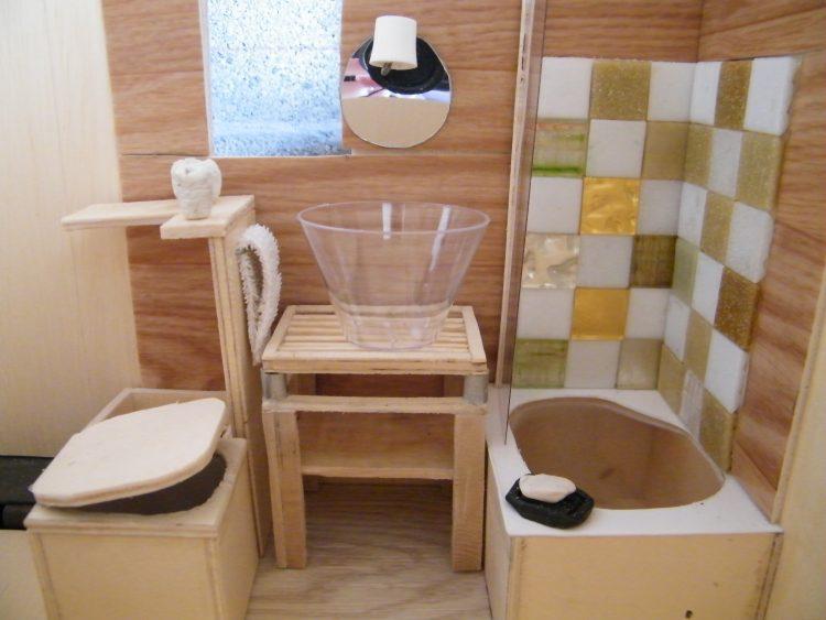 comment optimiser une toute petite salle de bains dans une tiny house tiny house. Black Bedroom Furniture Sets. Home Design Ideas