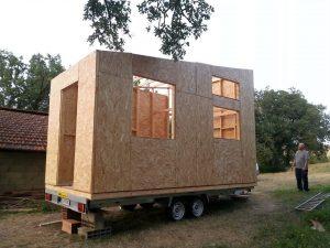 Crédit photo: Lucas Tiny house-ma maison qui roule. Un beau projet d'auto construction en réalisation.